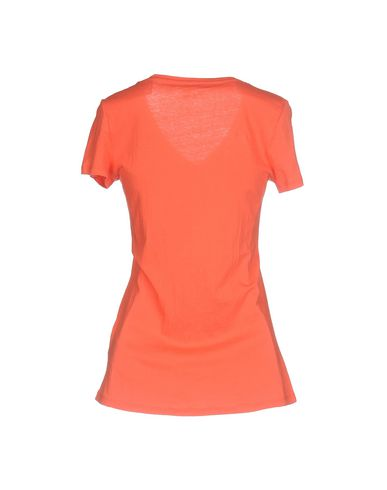 Фото 2 - Женскую футболку  кораллового цвета