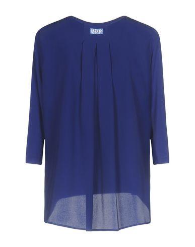 Фото 2 - Женскую футболку VDP CLUB ярко-синего цвета
