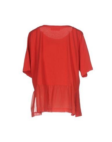 Фото 2 - Женскую футболку JUCCA красного цвета
