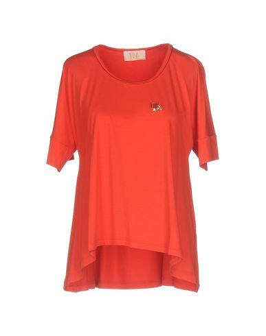 Фото - Женскую футболку VDP COLLECTION красного цвета