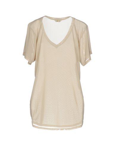 Фото 2 - Женскую футболку  бежевого цвета