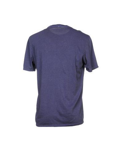Фото 2 - Женскую футболку  темно-фиолетового цвета