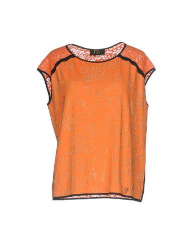 Фото - Женскую футболку VDP CLUB оранжевого цвета