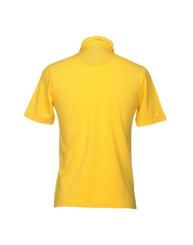 Фото 2 - Мужское поло  желтого цвета