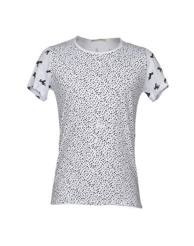 Фото - Женскую футболку NEILL KATTER белого цвета