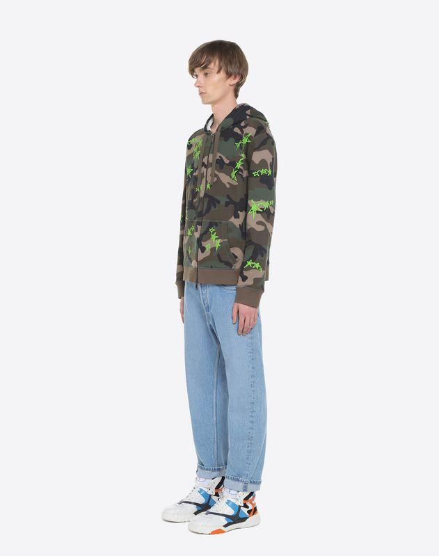 Sweatshirt in Camouflage-Optik mit Kapuze