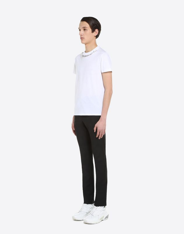 T-SHIRT WITH PUNK STUDS ON THE NECK