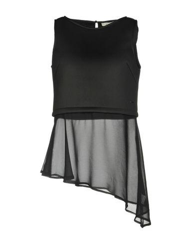 Фото - Топ без рукавов от KORALLINE черного цвета