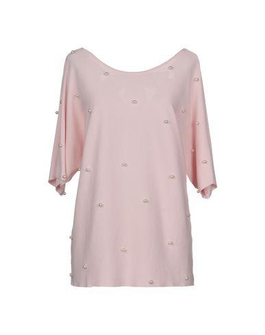 Фото - Женскую футболку  розового цвета