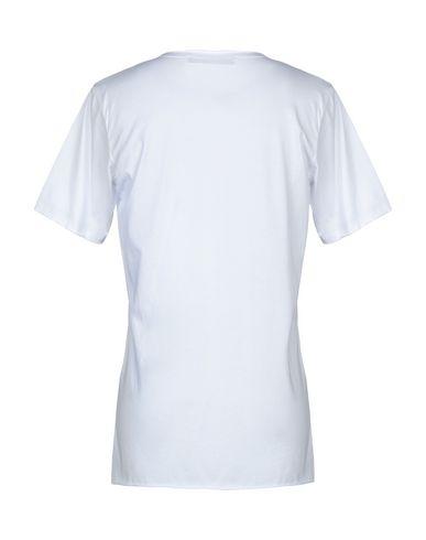Фото 2 - Женскую футболку BAD SPIRIT белого цвета