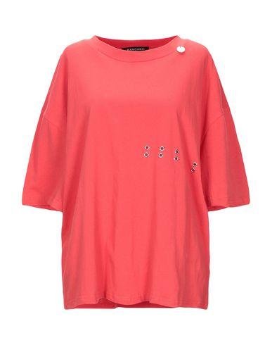 Фото - Женскую футболку  красного цвета