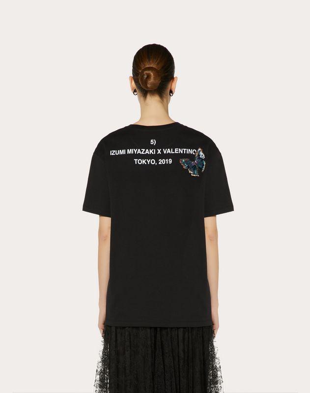 Camiseta con estampado Izumi Miyazaki y bordado