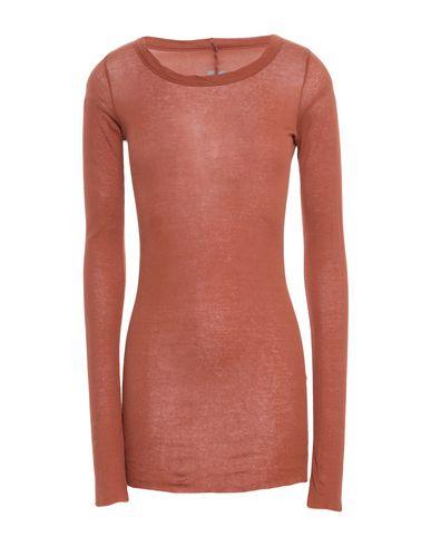 Фото - Женскую футболку  ржаво-коричневого цвета