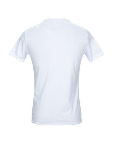 Фото 2 - Женскую футболку INDIVIDUAL белого цвета