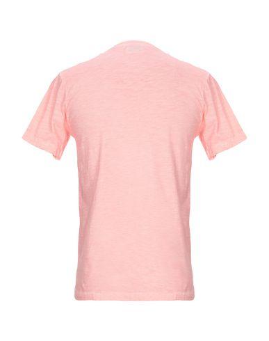 Фото 2 - Женскую футболку  лососево-розового цвета