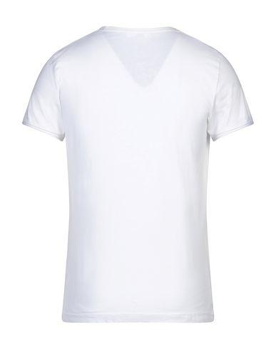 Фото 2 - Женскую футболку BECOME белого цвета
