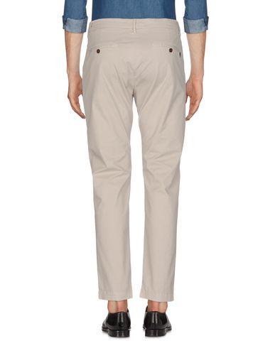Фото 2 - Повседневные брюки от MAISON CLOCHARD светло-серого цвета