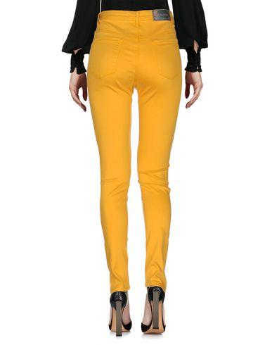 Фото 2 - Повседневные брюки от REBEL QUEEN by LIU •JO цвет охра