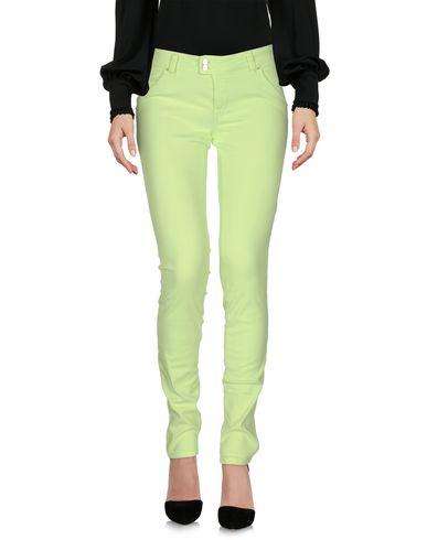 Фото - Повседневные брюки кислотно-зеленого цвета