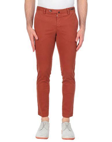 Фото - Повседневные брюки от PT01 ржаво-коричневого цвета