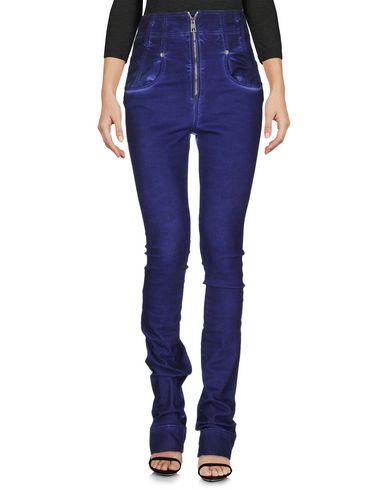 Фото - Джинсовые брюки фиолетового цвета
