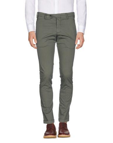 Фото - Повседневные брюки от MICHAEL COAL цвет зеленый-милитари
