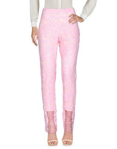 Фото - Повседневные брюки от VDP COLLECTION розового цвета