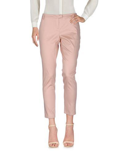 Фото - Повседневные брюки от SCEE by TWINSET пастельно-розового цвета