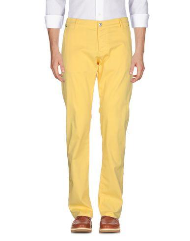 Фото - Повседневные брюки желтого цвета