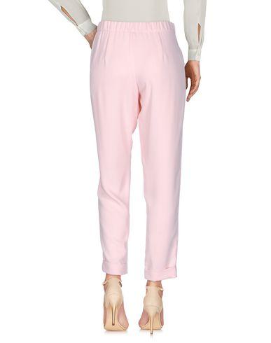 Фото 2 - Повседневные брюки от P.A.R.O.S.H. розового цвета