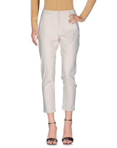 Фото - Повседневные брюки от TWINSET цвет слоновая кость