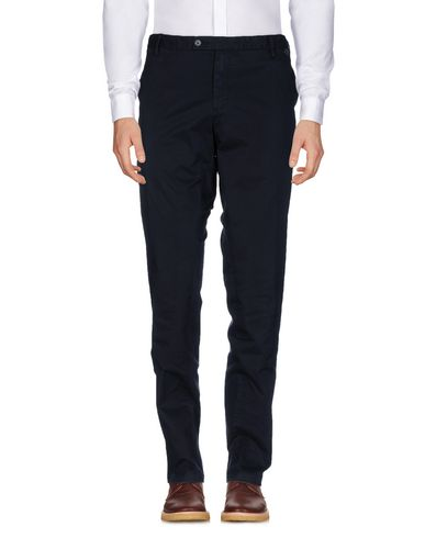 Фото - Повседневные брюки от AT.P.CO темно-синего цвета