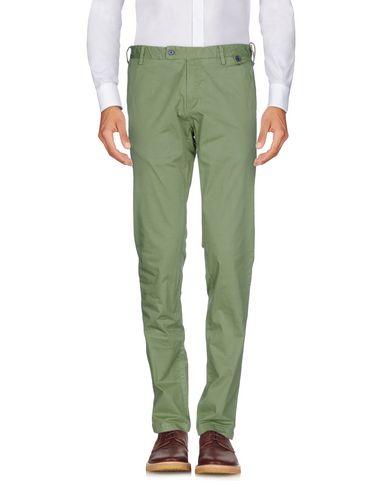 Фото - Повседневные брюки от AT.P.CO светло-зеленого цвета