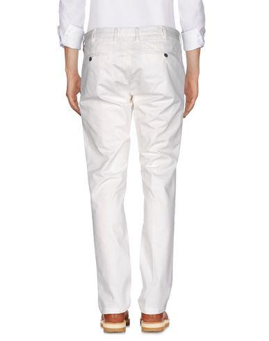 Фото 2 - Повседневные брюки от AT.P.CO белого цвета