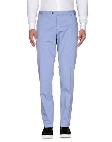 Фото - Повседневные брюки от AT.P.CO небесно-голубого цвета