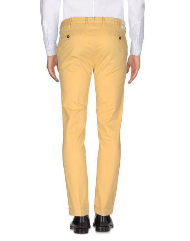 Фото 2 - Повседневные брюки от PT01 желтого цвета