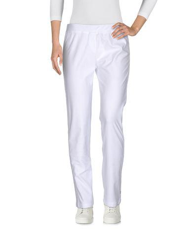 Фото - Повседневные брюки от VDP CLUB белого цвета