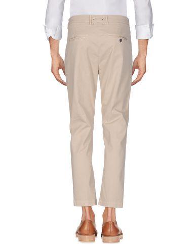 Фото 2 - Повседневные брюки от MAISON CLOCHARD бежевого цвета