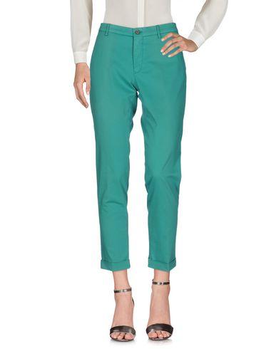 Фото - Повседневные брюки от BERWICH зеленого цвета