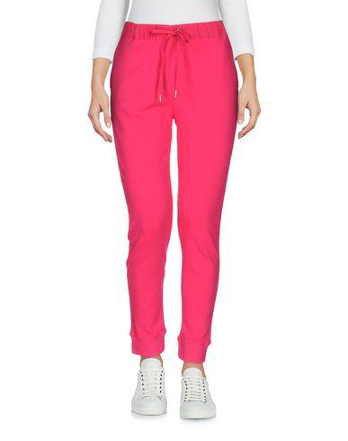 Фото - Повседневные брюки от VDP CLUB цвета фуксия