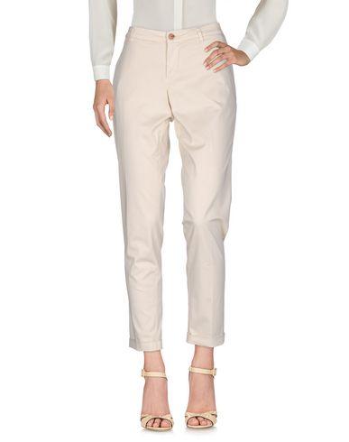 Фото - Повседневные брюки от FAY бежевого цвета