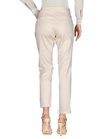 Фото 2 - Повседневные брюки от FAY бежевого цвета