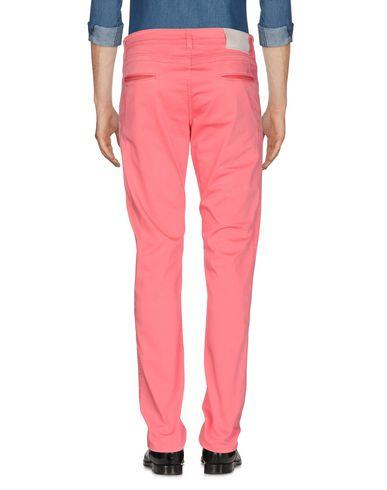 Фото 2 - Повседневные брюки от FRADI кораллового цвета