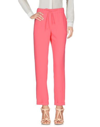 Фото - Повседневные брюки от P.A.R.O.S.H. цвета фуксия
