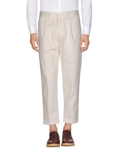 Фото - Повседневные брюки от THE GIGI цвет слоновая кость