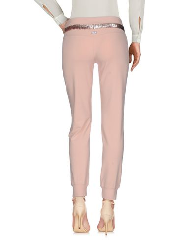 Фото 2 - Повседневные брюки от VDP CLUB лососево-розового цвета
