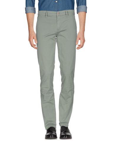 Фото - Повседневные брюки от LIU •JO MAN светло-зеленого цвета