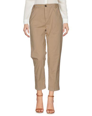 Фото - Повседневные брюки от TRUE NYC. бежевого цвета