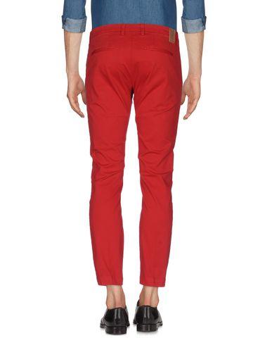 Фото 2 - Повседневные брюки от MICHAEL COAL красного цвета