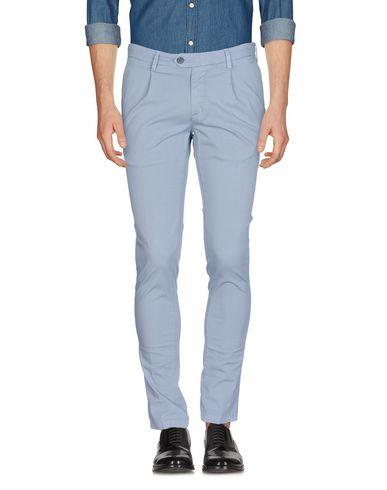 Фото - Повседневные брюки от P. LANGELLA серого цвета